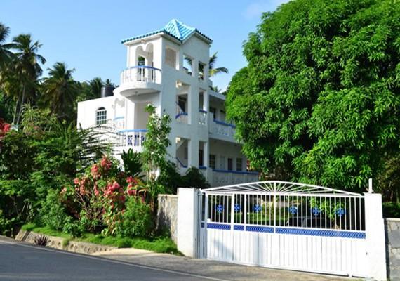 Alquiler de casa y apartamentos con piscina en playa for Apartamentos alquiler con piscina
